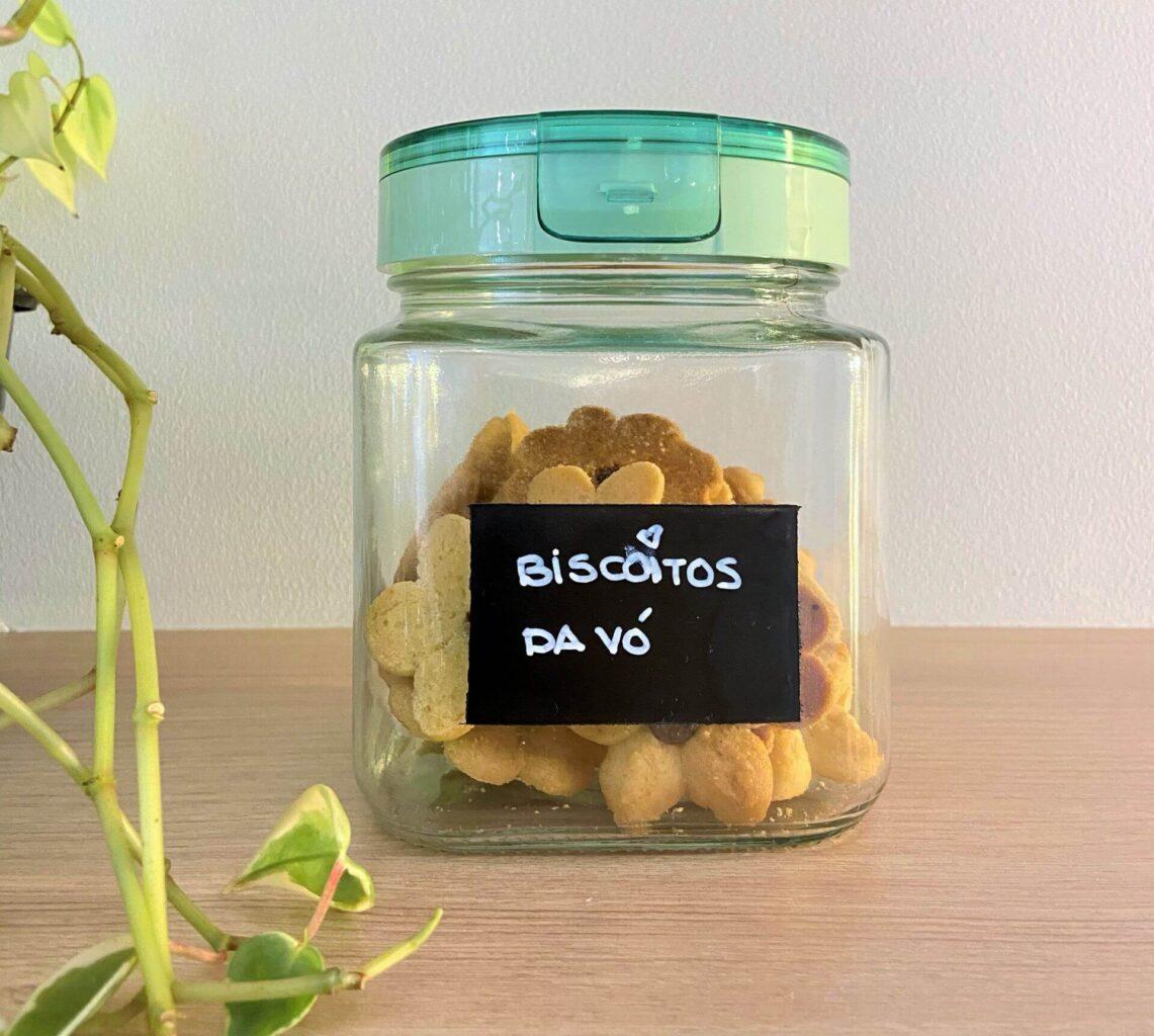 Pote de vidro hermético, ideal para guardar coisas crocantes como docinhos e torradas. Foto: Arquiteca Projetos.