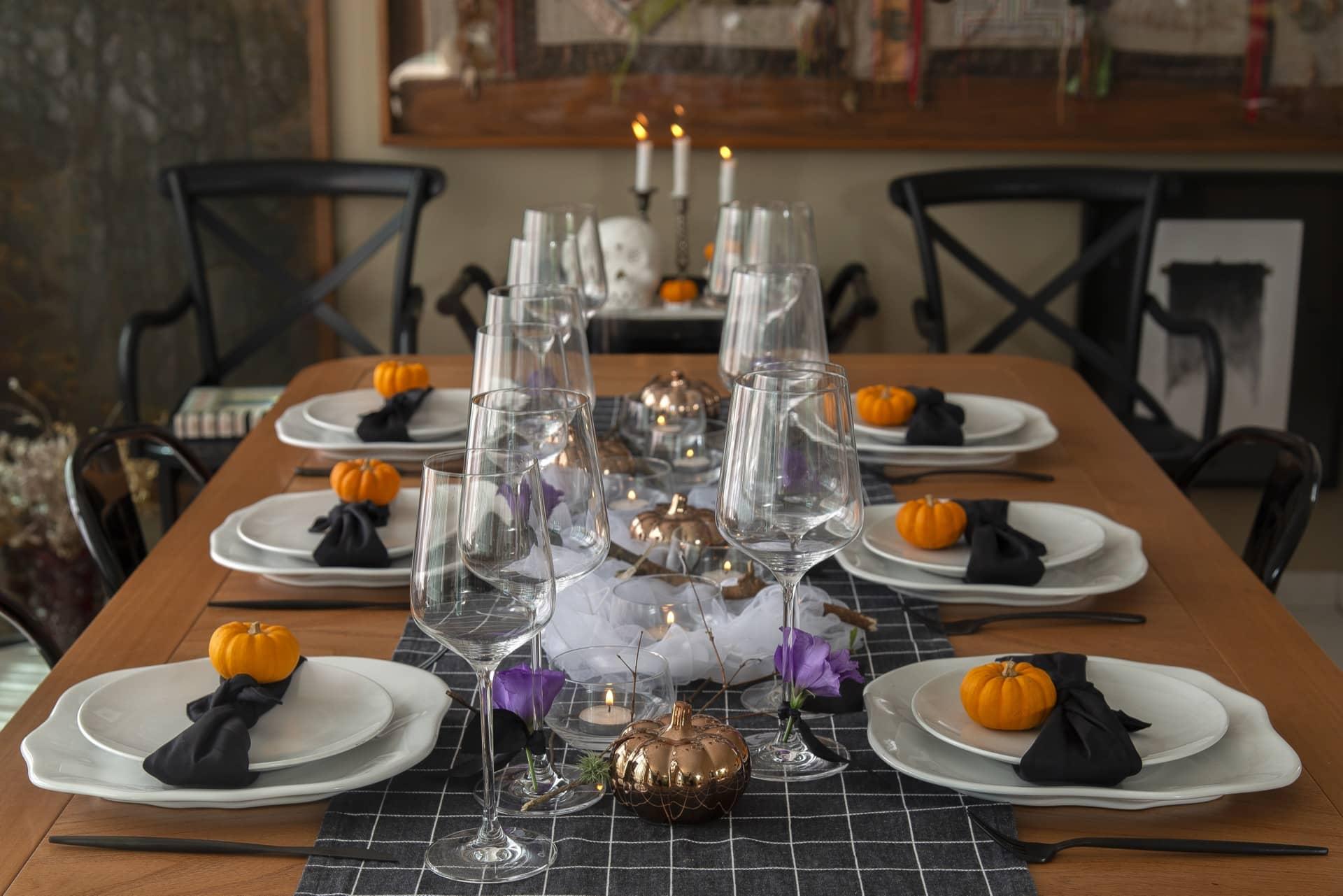 Imagem da mesa posta para celebração de Halloween