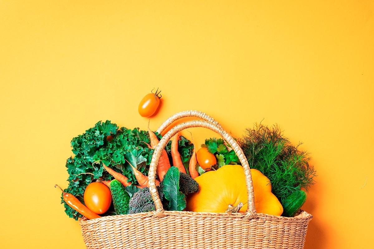 Imagem: Mais do que simples dietas, o vegetarianismo e o veganismo são estilos de vida. Foto: Shutterstock/J.Chizhe.