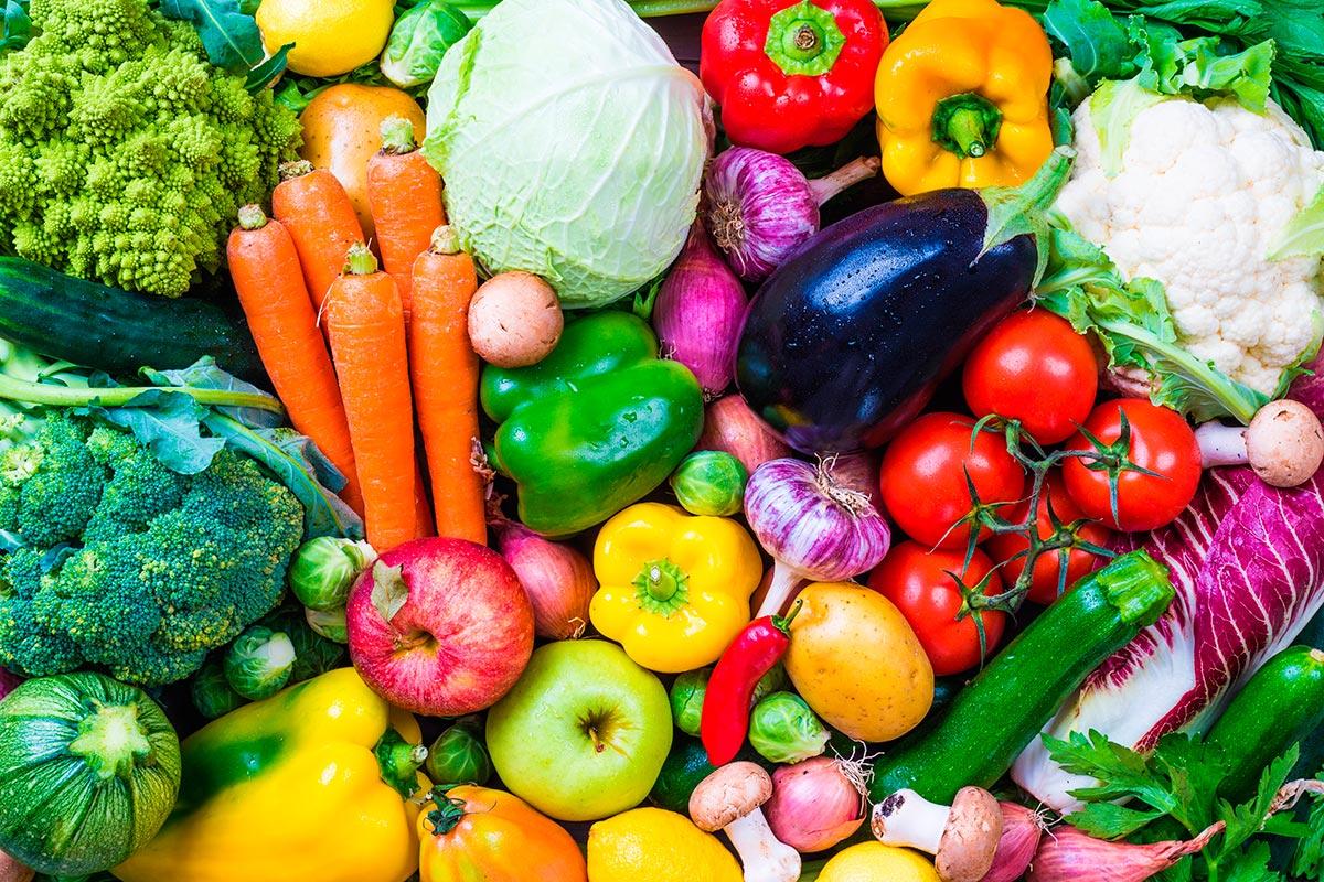 Imagem: Tanto o vegetarianismo quanto o veganismo contemplam o consumo consciente dos alimentos. Foto: Shutterstock/Leonori.