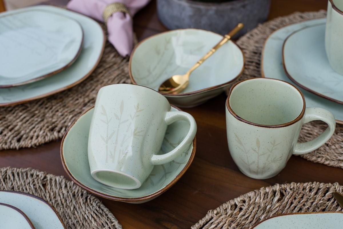 Texto: A estética vintage das peças da coleção Ryo Bambu é alcançada através de uma técnica manual de decoração com esmalte reagente e um filete manual, também reagente. Foto: Karla Rudnick.