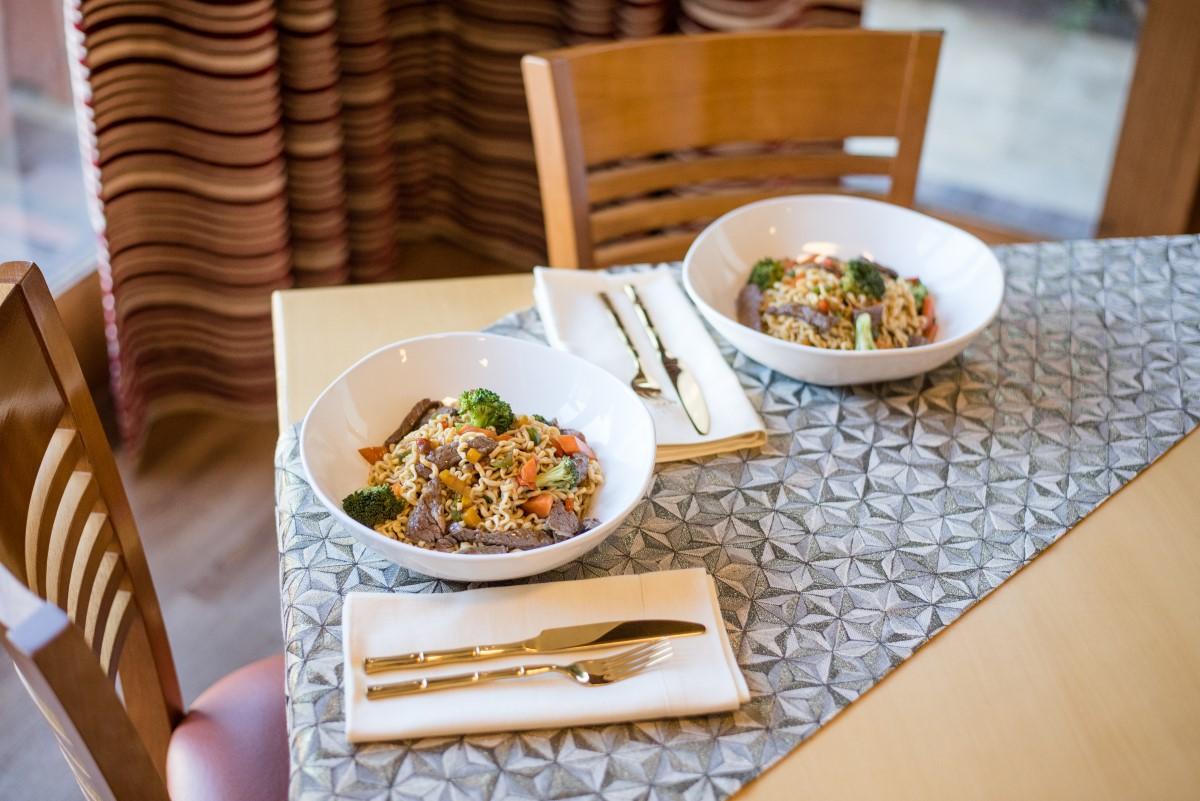 Texto: Uma receita prática e simples para surpreender! A tigelas Ryo White e os talheres da coleção Kyoto deixam a refeição ainda mais especial! Foto: Karla Rudnick.