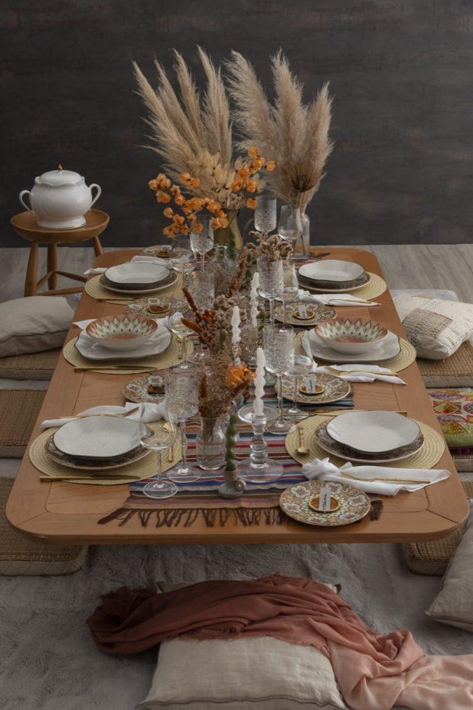 Mesa posta para um almoço marroquino