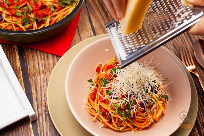 Espaguete à puttanesca - foto: naminhapanela