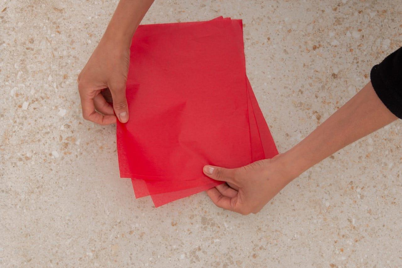 Três retângulos de papel sobrespostos.